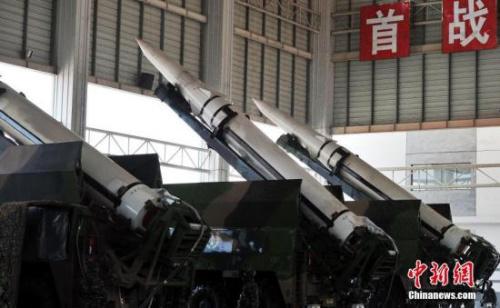 """中国人民解放军火箭军""""常规导弹第一旅""""进行导弹发射训练。 中新社记者 刘占昆 摄"""