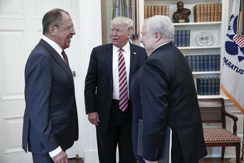 特朗普会晤俄外长拉夫罗夫和大使基斯里亚克。