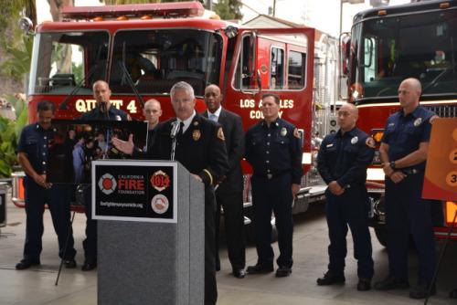 图为洛杉矶县消防局代表Dave Thies发言。(记者张宏/摄影)