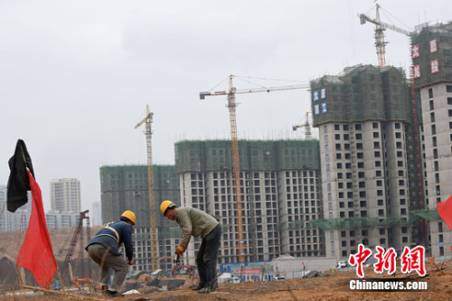 資料圖。山西太原,民工在一建築工地作業。<a target='_blank' href='http://big5.huaxia.com:80/gate/big5/www.chinanews.com/'>中新社</a>記者 武俊傑 攝
