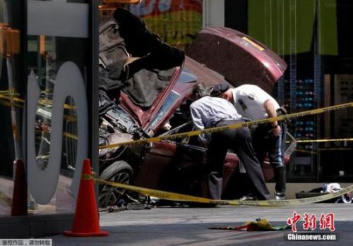 5月18日,一辆汽车在纽约时报广场冲上人行道撞到多名行人,目前已造成1人死亡,20余人受伤。图为肇事车辆。