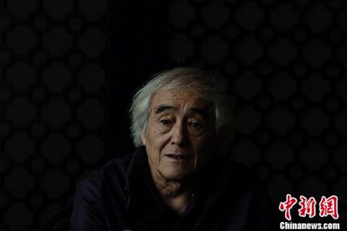 图为中国著名诗人芒克。 记者 佟郁 摄