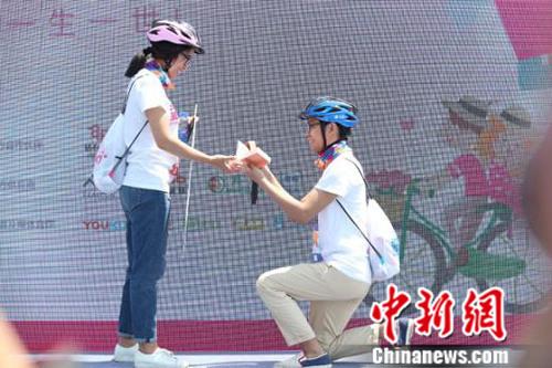 活动现场有人求婚。主办方供图
