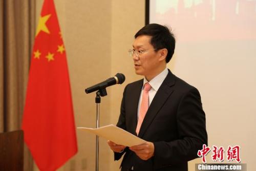 图为中国驻日使馆教育处胡志平公参致辞。尹法根 摄