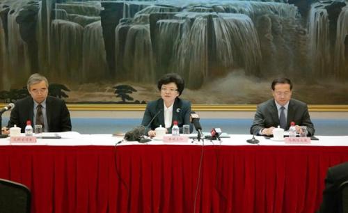 国家卫生和计划生育委员会主任李斌在第70届世界卫生大会中国代表团记者会上回答记者提问。图片来源:国家卫生和计划生育委员会网站。