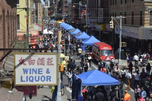 第38届亚太裔传统节在曼哈顿华埠举办,近70个摊位参与。(美国《世界日报》/记者俞姝含 摄)