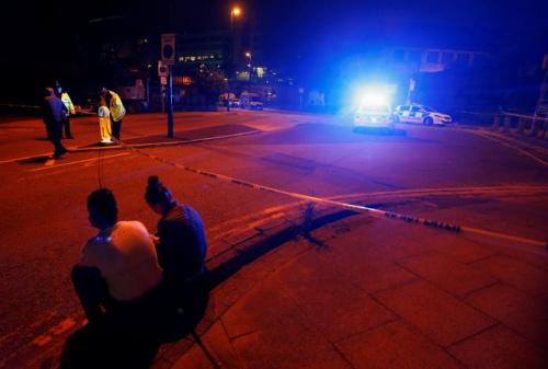 曼彻斯特警察局附近发生爆炸,导致19人死亡。