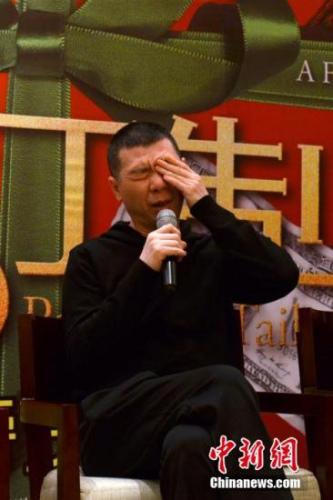 资料图:导演冯小刚宣传电影《私人订制》。 中新社发 王思哲 摄