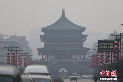 资料图:西安城区被雾霾笼罩 记者 张远 摄