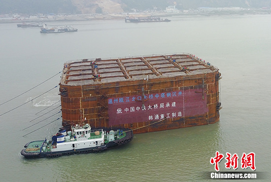 中国开建世界首座三塔四跨双层悬索桥
