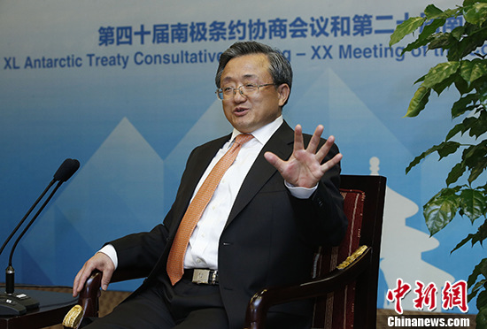 5月23日,中国外交部副部长刘振民在北京接受记者采访。 中新社记者 刘关关 摄