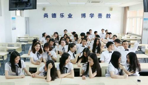 图为中国计量大学经济与管理学院12级信管1班毕业照。受访同学供图