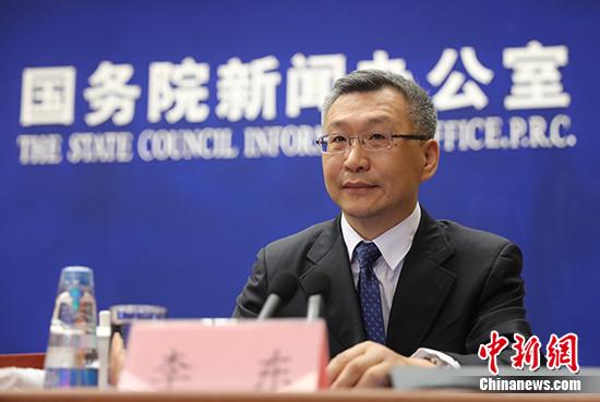 """5月24日,中国工业和信息化部装备工业司司长李东称,""""核心技术就掌握在中国自己手里""""。 中新社记者 杨可佳 摄"""