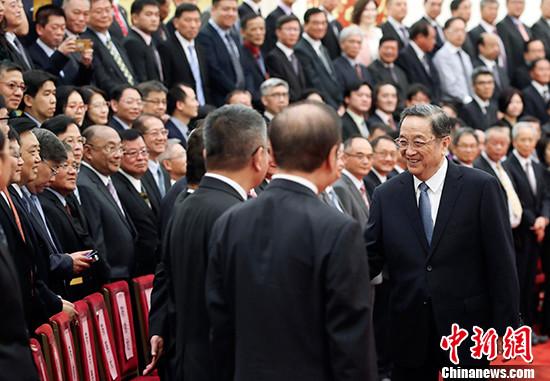 中共中央政治局常委、全国政协主席俞正声会见了参加庆祝大会的台商代表并讲话。 中新社记者 盛佳鹏 摄