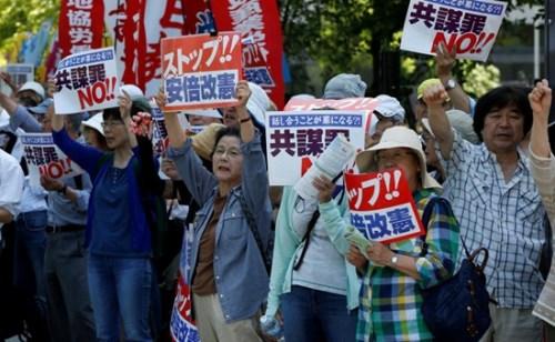 资料图:抗议的日本民众