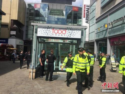 资料图:当地时间5月23日,英国曼彻斯特警方逮捕一名可疑分子。 中新社记者 周兆军 摄