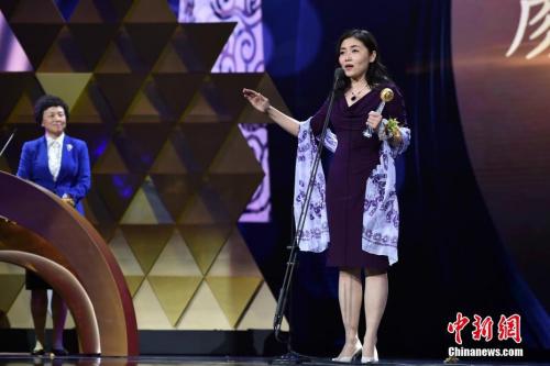资料图:清华大学医学院教授颜宁获得影响世界的华人大奖。 中新网记者 金硕 摄