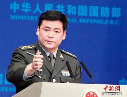 资料图:国防部新闻局副局长、国防部新闻发言人任国强上校。中新社记者 宋吉河 摄
