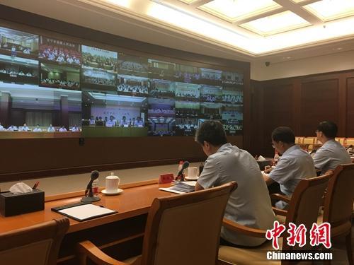 25日上午,最高法召开全国法院聘用制书记员管理制度改革动员部署视频会议。汤琪 摄