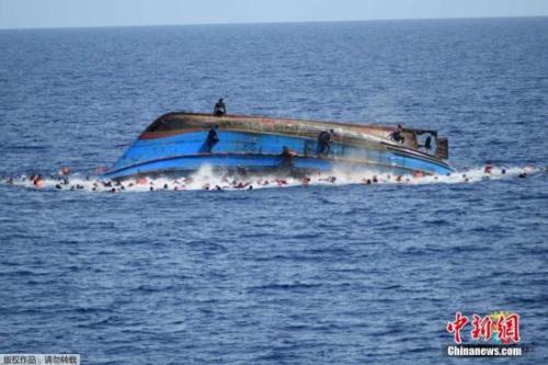 资料图:难民船