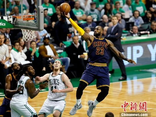 詹姆斯加冕NBA季后赛得分王