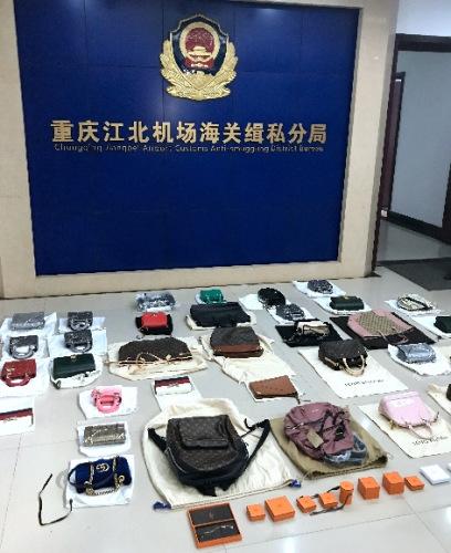 海关查获的涉案走私物品。图片由重庆海关提供