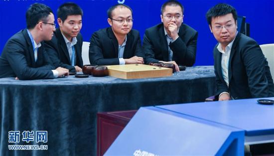 连笑称AlphaGo并非无敌 古力打趣:它要能说话会批评我