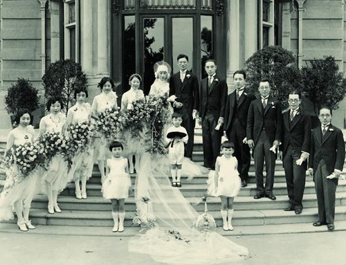 杨光��、严幼韵结婚照。新世界出版社供图