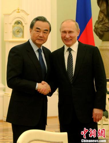 当地时间5月25日,俄罗斯总统普京在莫斯科克里姆林宫会见对俄罗斯进行正式访问的中国外交部长王毅。 中新社记者 王修君 摄