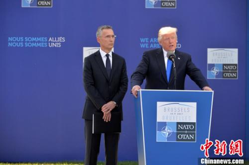 5月25日,美国总统特朗普出席在比利时首都布鲁塞尔举行的北约峰会,指责23个北约成员国未能实现分摊军费的目标。中新社发 北约供图