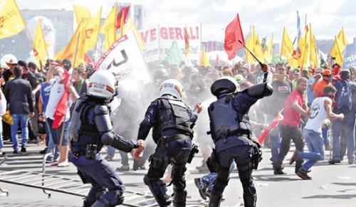 启东728事件巴西爆发数万人反政府游行 暴力纵火引警民冲突