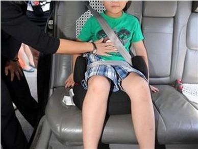 一位儿童正在使用安全座椅。图片来源:中国消费者协会