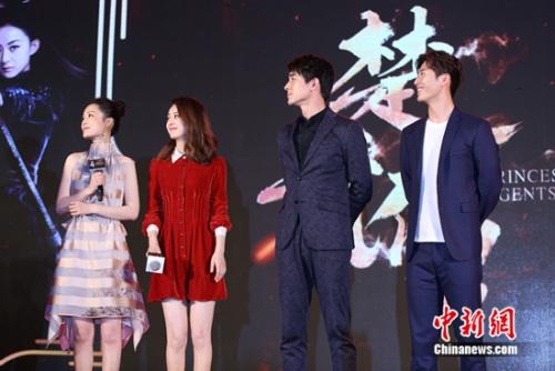 从左至右:李沁、赵丽颖、林更新、窦骁