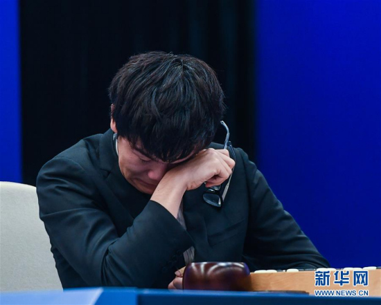 柯洁在比赛中 图片来源:新华网 新华社记者徐昱摄