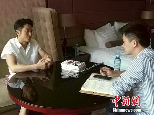 图为<a target='_blank' href='http://www.chinanews.com/' >中新网</a>记者专访邹市明。