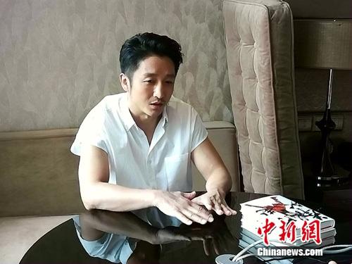 图为邹市明接受<a target='_blank' href='http://www.chinanews.com/' >中新网</a>记者专访。