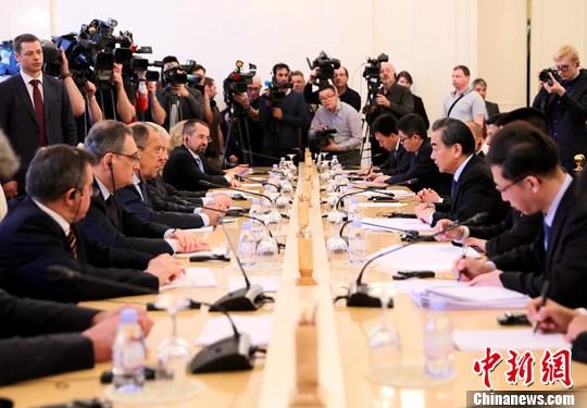 当地时间5月26日,中国外交部长王毅在莫斯科同俄罗斯外长拉夫罗夫举行会谈。中新社记者 王修君 摄