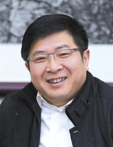 谈绪祥 1966年5月生,汉族,安徽芜湖人,2004年11月入党,1989年7月参加工作,教授级高级工程师。曾任北京市规划委员会(首都规划建设委员会办公室)副总规划师兼总体规划处处长,党组成员、副主任;中共北京市大兴区委常委、区政府副区长、区长等职务。 2016年3月,任中共北京市大兴区委书记,区政府党组书记、区长,北京经济技术开发区工委书记。