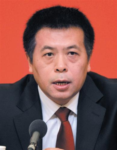 雷海潮 1968年4月生,汉族,山东德州人,1996年3月入党,1991年7月参加工作,上海医科大学社会医学与卫生事业管理专业研究生毕业,医学博士,副主任医师。 曾任卫生部卫生政策法规司政策研究二处副处长、处长,北京市卫生局党委委员、副局长。2014年1月任北京市卫生和计划生育委员会党委委员、副主任。 (据北京组工网)