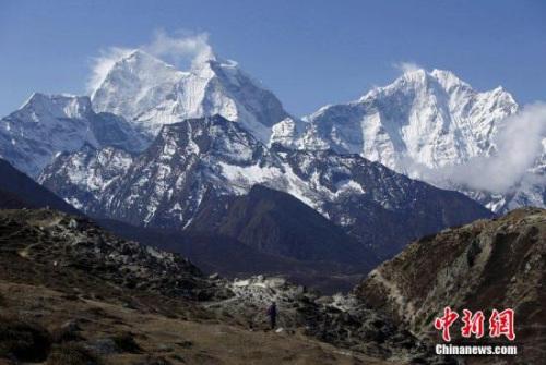 资料图:珠穆朗玛峰景观。