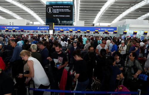此次故障导致数千名旅客受到影响。(图片来源:路透社)