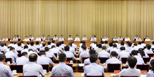 5月31日,中共中央政治局委员、中央政法委书记孟建柱在北京出席全国法院刑事审判工作总结表彰大会并讲话。郝帆 摄