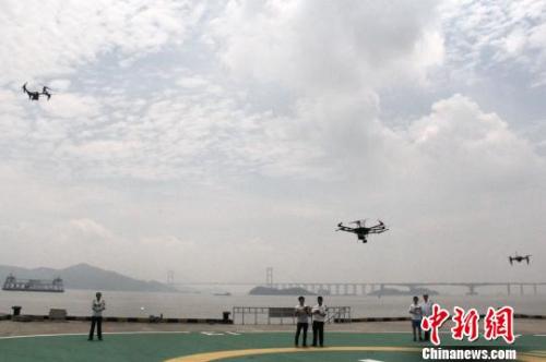 资料图:中国首个自贸区无人机海事服务队成立。 李洪昌 摄