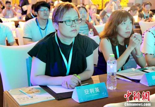 怡食家超市总经理安利英在2017年第十五届中国ECR大会现场