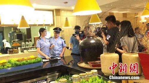 北京市食药监管局检查现场。