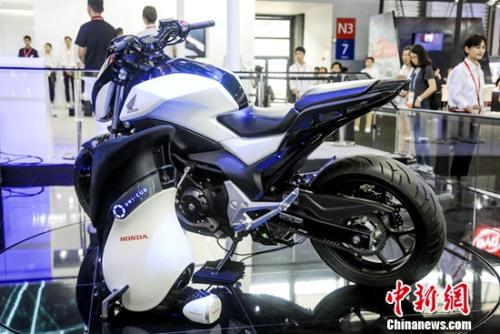 """摩托车概念车""""Honda Riding Assist""""、平衡车""""UNI-CUB β"""""""