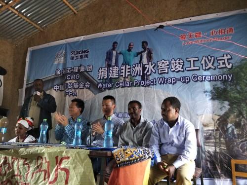 右一埃塞农业部灌溉部主任Amils • Awon先生,右三徐工集团东非区总经理肖潇先生;右四中国扶贫基金会前执行会长何道峰先生