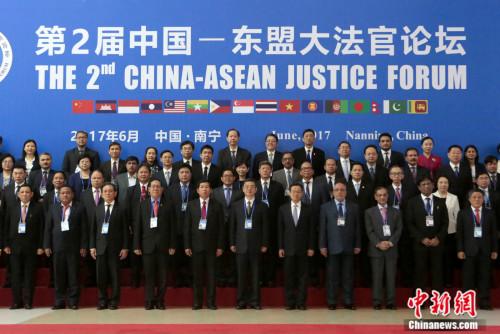 6月8日,第二届中国-东盟大法官论坛在南宁举行,论坛由最高人民法院主办,广西壮族自治区高级人民法院承办。中新社记者 李慧思 摄