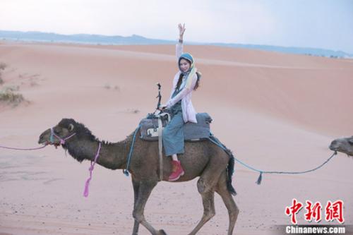 林志玲骑骆驼