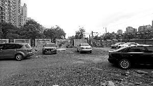 居民车辆停放在规划路段上。